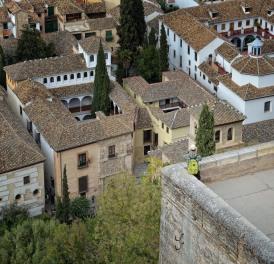 Spanner über Hinterhöfen (Granada)