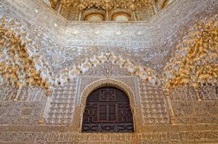 Deckenansicht in der Alhambra (Granada)